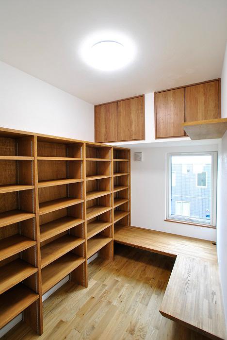 こだわりの部屋[こだわりの書斎もある、天然石のアクセントが印象的なお家]