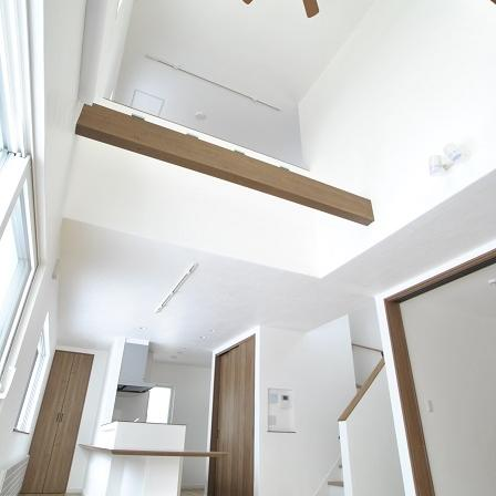 デザイン性にもこだわった三角屋根の家