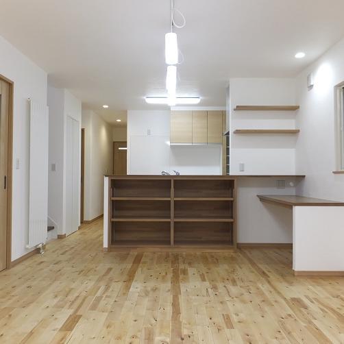 漆喰と無垢床のナチュラルスタイルの家