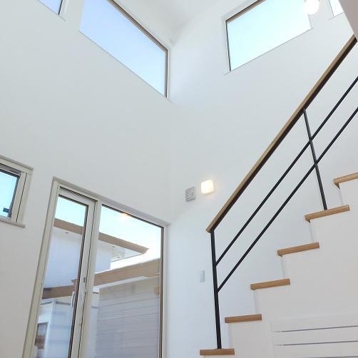 リビング吹き抜けの 開放感のある家