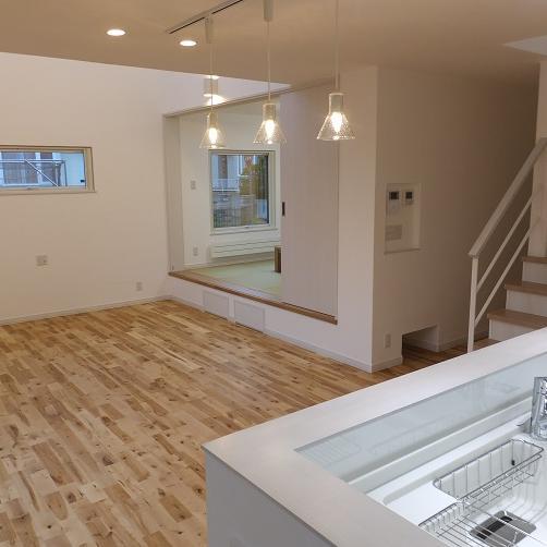 小上り和室に 掘りごたつのある新築住宅