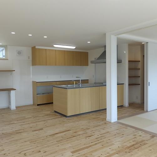 室蘭市/おしゃれでスタイリッシュ フラット対面キッチンのあるお家