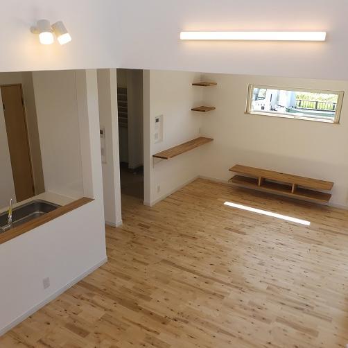 登別市/造作収納にこだわった 自然素材の心地よい家